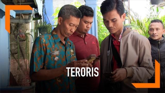 Tim Densus 88 menangkap seorang penjual baju koko di Grobogan, Jawa Tengah karena diduga sebagai seorang teroris.