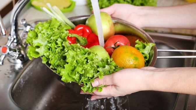 Mencuci Sayur