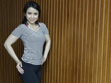 Menghabiskan waktu di gym menjadi pilihan dari Tyara Veroosta untuk menjaga kesehatan. (Bola.com/Vitalis Yogi Trisna)