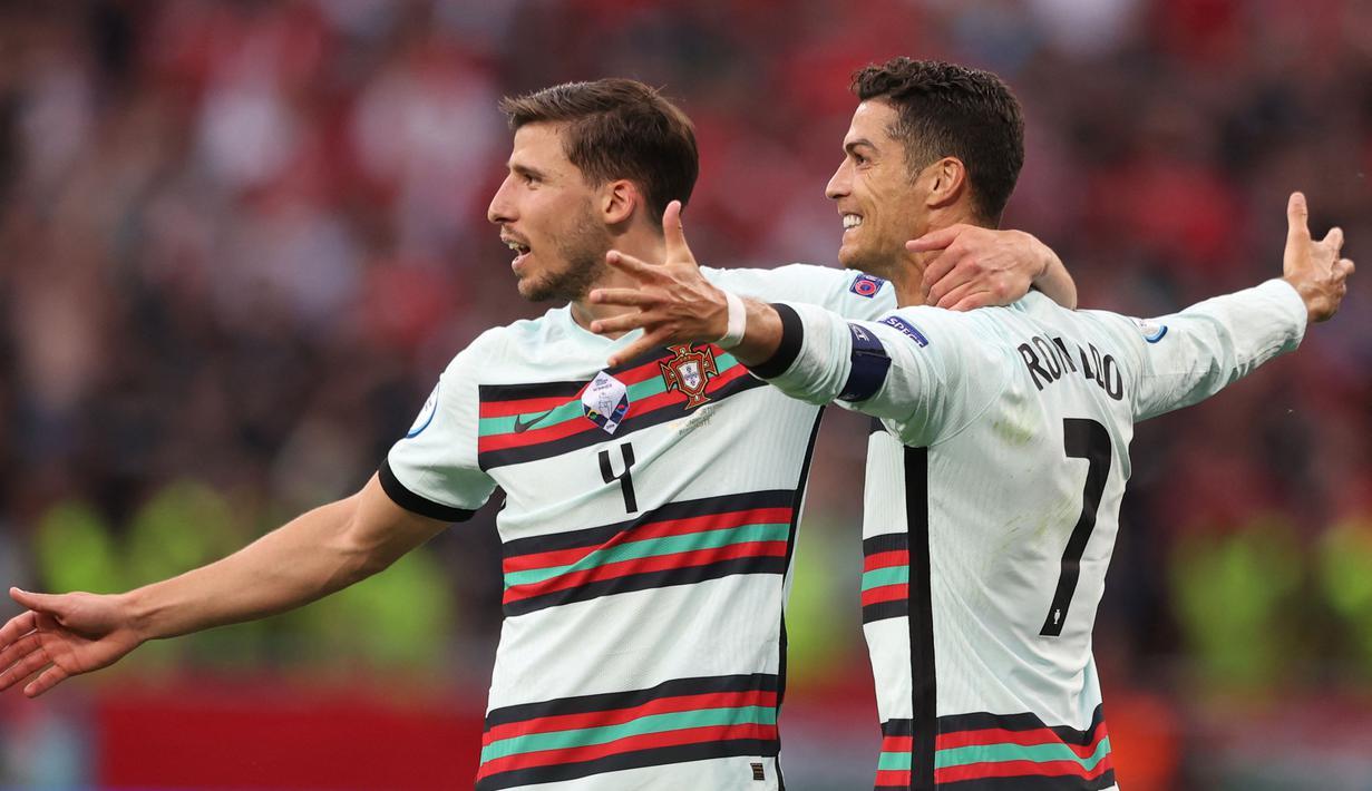 Ruben Dias adalah pemain Timnas Portugal yang bermain di posisi bek. Saat ini dirinya masih berusia 24 tahun dan sudah tampil di perhelatan akbar Euro 2020. (Foto: AFP/)