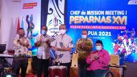 Sesmenpora, Gatot Dewa Broto, bersama Presiden NPC Indonesia Senny Marbun, membuka rapat persiapan Peparnas Papua XVI 2021. (Bola.com/Vincentius Atmaja)