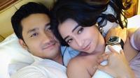 """""""Selamat hari kasih sayang my love, aku harap kasih sayang kita tidak hanya di peringati hari ini saja,"""" tulis Angga sebagai keterangan foto. (Foto: instagram.com/anggawijaya88)"""