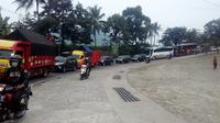 Antrian panjang macet di jalur selatan Jawa (Liputan6.com/Jayadi Supriadin)