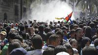 Demo menuntut Presiden Aljazair, Abdelaziz Bouteflika mundur dari jabatannya. (AP)