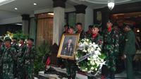 Prosesi pemakaman Pendiri Grup Sahid Sukamdani Sahid Gitosardjono, Kamis (21/12/2017). (Achmad/Liputan6.com)