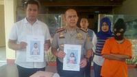 Bukannya insaf, ia malah bersumpah serapah setelah polisi menggelandangnya ke Mapolresta Pekanbaru, pada Jumat pekan lalu. (Liputan6.com/M Syukur)