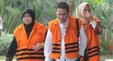 Tiga anggota DPRD Kota Malang Rahayu Sugiarti (kiri), Suprapto (tengah) dan Wiwik Hendri Astuti tiba untuk menjalani pemeriksaan kasus dugaan suap pembahasan APBD-P Pemerintah Kota Malang TA 2015 di KPK, Jakarta, Senin (23/7). (Merdeka.com/Dwi Narwoko)