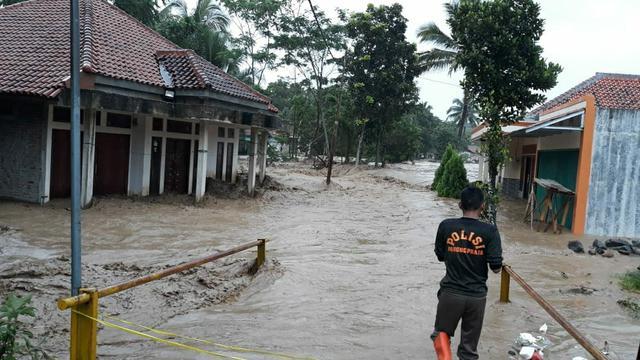 Sungai Cidurian Meluap 8 Desa Di Jasinga Bogor Terendam