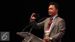 Pendiri FPCI Dino Patti Djalal saat menjadi pembicara di konferensi internasional 'In The Zone' di Jakarta, Sabtu (14/5). Konferensi bertema 'Feeding The Zone' itu membahas permasalahan dan tantangan sektor agrikultur. (Liputan6.com/Angga Yuniar)