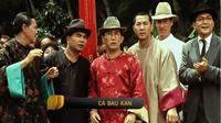 Aktor Robby Tumewu berperan sebagai Tio Bun Yak dalam film Ca Bau Kan pada 2002. Ia memakai busana rancangannya sendiri. (dok. film Ca Bau Kan/Dinny Mutiah)