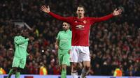 Zlatan Ibrahimovic membawa Manchester United menag 3-0 atas St.Etienne pada leg pertama babak 32 besar Liga Europa Old Trafford stadium, Manchester, (16/2/2017).  (AP/Dave Thompson)