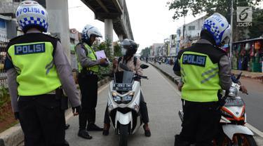 Polisi Razia Penerobos Jalur Transjakarta di Jatinegara