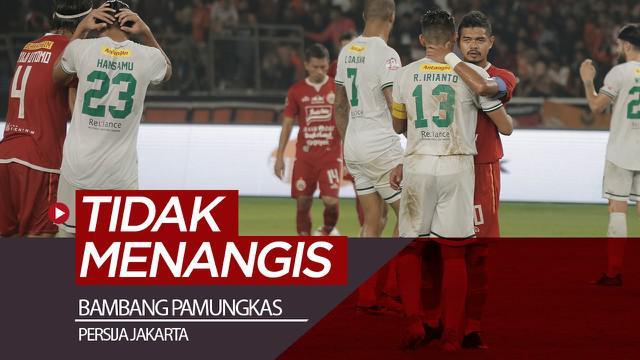 """Berita video striker Persija Jakarta, Bambang Pamungkas, tidak menangis saat melakukan seremoni perpisahan di SUGBK, Selasa (17/12/2019). Bepe bilang """"gak banget"""" kalau sampai dirinya menangis di lapangan."""