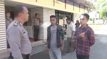 Seorang kepala desa dilaporkan ke polisi setelah diduga sodomi seorang bocah dengan iming-iming uang.