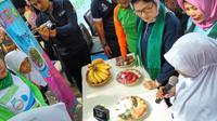 Menteri Kesehatan Nila F. Moeloek mengunjungi pendopo Bupati Gorontalo Nelson Pomalingo. (Foto: Liputan6.com/Fitri Haryanti Harsono)