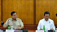 Menteri Pertahanan Prabowo Subianto dan Wakil Menteri Pertahanan Wahyu Sakti Trenggono berkunjung ke PT Pindad, Bandung, Jawa Barat, Rabu 6 November 2019. (Istimewa)