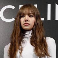Tampil Bak Boneka Hidup, Lisa BLACKPINK Hadir di Paris Fashion Week 2019