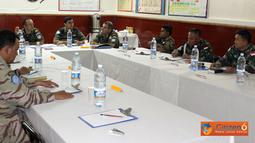 Citizen6, Lebanon: Rapat ini dihadiri oleh tujuh perwira penerangan dari enam wilayah Sektor Timur, yaitu Indonesia, India, China, Spanyol, Nepal dan Malaysia. Dipimpin oleh Chief Of MPIO, Major Diez Alcalde dari Spanyol. (Pengirim: Badarudin Bakri)