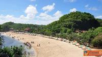 Saat mudik dan liburan ke Jogja, cobalah untuk menjelajahi pantai-pantai yang berada di Kabupaten Gunung Kidul bagian selatan.