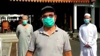Bupati Banyumas, Achmad Husein bersama beberapa jamaah ijtima Gowa yang negatif rapid test mengimbau agar tidak menstigma para jamaah ijtima Gowa melalui video yang dirilis Minggu (19/4). (Foto: Liputan6.com/Istimewa/Rudal Afgani)