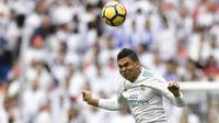 Gelandang Real Madrid asal Brasil Casemiro mencatatkan namanya pada daftar top scorer sementara klub dengan koleksi empat gol. Koleksi gol tersebut dihasilkan pada semua level kompetisi yang diikuti timnya. (AFP/Gabriel Bouys)