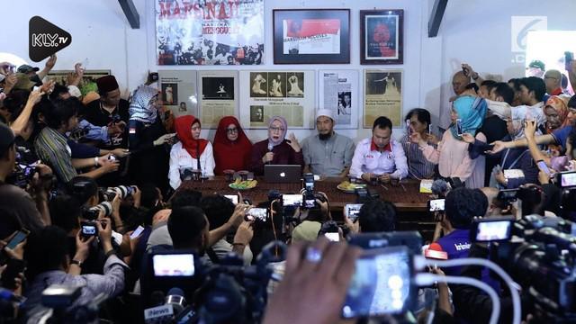 Ratna Sarumpaet akhirnya mengakui kebohongan tentang dirinya yang mengaku dianiaya. Fakta ini membuat kubu Prabowo Subianto turut berkomentar.
