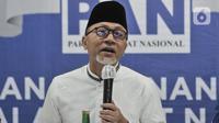 Ketua Umum PAN Zulkifli Hasan memberikan keterangan saat menyerahkan surat rekomendasi untuk Pilkada Solo 2020 di Jakarta, Rabu (12/8/2020). PAN telah resmi memberikan dukungannya kepada Gibran Rakabuming Raka dan Teguh Prakosa pada Pilkada Solo 2020. (merdeka.com/Iqbal Nugroho)