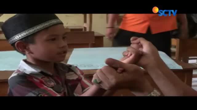 Puluhan keluarga korban banjir dan longsor di Cibunian, Kabupaten Bogor, jalani trauma healing.