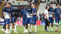Ekspresi pemain Chelsea setelah pertandingan melawan Liverpool pada Piala Super Eropa 2019 di Besiktas Park, di Istanbul (15/8/2019). Chelsea kalah lewat adu penalti atas Liverpool 5-4 (2-2). (AFP Photo/Ozan Kose)