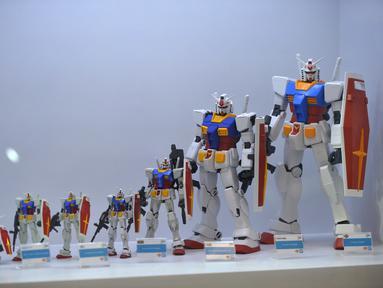 Sejumlah model robot mainan Gundam dalam pameran Gundam di Siam Paragon di Bangkok, Thailand (24/9/2020). Pameran tersebut dibuka pada Kamis (24/9) di mal Siam Paragon dan akan berlangsung hingga 4 Oktober mendatang. (Xinhua/Rachen Sageamsak)
