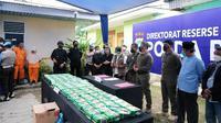 Konferensi pers pengungkapan 81 kilogram narkoba jenis sabu oleh Polda Riau di Pekanbaru. (Liputan6.com/M Syukur)