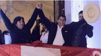 Pedro Castillo dan isteri merayakan kemenangan di Lima, 19 Juli 2021. (AP)