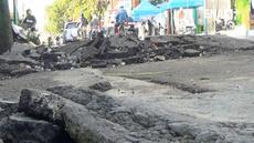 Saat banjir surut, beberapa ruas jalan di Kabupaten Sampang, Madura mengalami kerusakan.