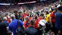 Akibat insiden tersebut, pertandingan antara Pelicans dan Knicks at Thomas & Mack Center ditunda pada pukul 19.53 waktu setempat (AP)