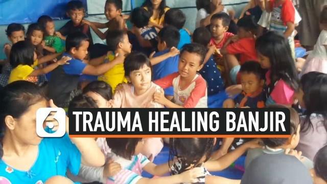 Kemensos melaksanakan trauma healing bagi anak-anak korban banjir di kawasan Pesanggrahan, Jakarta Selatan.