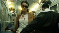 Sosok Hammer Girl boleh dibilang sebagi salah satu karakter di The Raid 2 yang paling memicu rasa kagum.