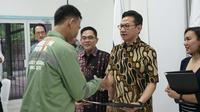 Peserta Vokasi dinyatakan lulus setelah mengikuti training Ketenagalistrikan Cirebon Power selama enam bulan. Foto (Liputan6.com / Panji Prayitno)