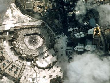 Gambar satelit yang dirilis Airbus Defense and Space menunjukkan pemandangan Masjidil Haram di Makkah, Arab Saudi, Senin (12/8/2019). Masjidil Haram adalah sebuah masjid yang berlokasi di pusat Kota Makkah. (AIRBUS DEFENSE AND SPACE/AFP)