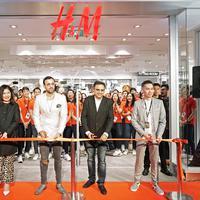 H&M membuka gerai terbarunya yang bertempat di Plaza Indonesia, penasaran seperti apa? Simak di sini. Sumber foto: PR.