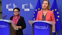 Menteri Luar Negeri RI Retno Marsudi (kiri) dan Komisioner Uni Eropa untuk urusan Luar Negeri dan Pertahanan Federica Mogherini kala bertemu untuk membahas isu Yerusalem dan Rohingya (14/12/2017) (Sumber: Uni Eropa)