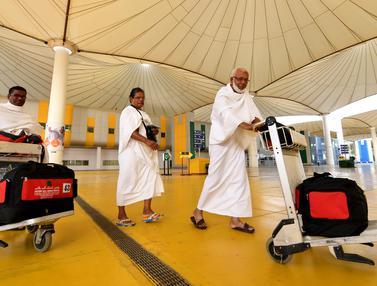 Jemaah Haji di Bandara King Abdul Aziz, Arab Saudi