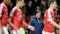 Ekspresi pelatih MU, Louis van Gaal, setelah timnya kalah dari Southampton 0-1 dalam lanjutan Liga Inggris di Stadion Old Trafford, Manchester, Sabtu (23/1/2016). (AFP/Oli Scarff)