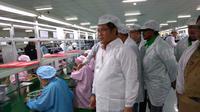 Rudiantara kunjungi pabrik Advan di Semarang. Dok: Tommy Kurnia/Liputan6.com