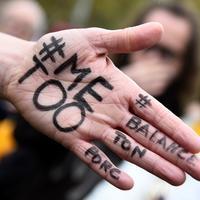 Gerakan #MeToo, gerakan tersebut bertujuan melawan pelecehan seksual. Gerakan itu muncul setelah kasus tuduhan terhadap produser Harvey Weinstein dan puluhan orang lain di Hollywood, media, bisnis, dan politik. (AFP Photo/Bertrand Guay)