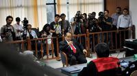 Dalam sidang sebelumnya, Emir dituntut Jaksa Penuntut Umum 4,5 tahun penjara subsider 5 bulan kurungan dan denda Rp 200 juta (Liputan6.com/Johan Tallo)