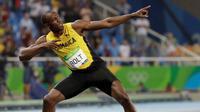 Pelari Jamaika, Usain Bolt, meraih medali emas pada nomor 200 meter Olimpiade Rio de Janiero 2016, Kamis (18/8/2016) atau Jumat pagi WIB. (AP Photo/David J. Phillip)