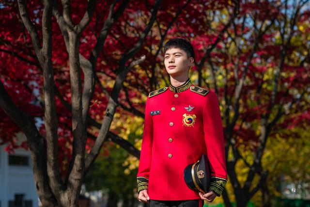 Yook Sungjae dalam unggahan Twitter resmi Military Manpower Administration Korea Selatan. (Twitter/ https://twitter.com/mma9090/status/1328228534750375938)