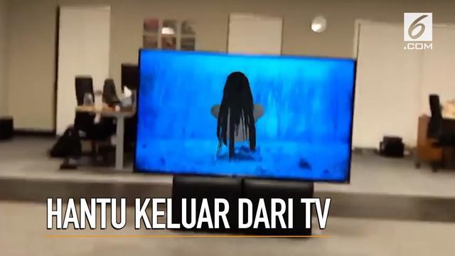 Masih ingat film The Ring yang terkenal dengan hantu Sadako? Kini sosoknya bisa muncul dari TV lho..