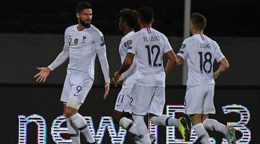 Striker Prancis, Olivier Giroud, merayakan gol yang dicetaknya ke gawang Islandia pada laga Kualifikasi Piala Eropa 2020 di Reykjavik, Sabtu (11/10). Islandia kalah 0-1 dari Prancis. (AFP/Jonathan Nackstrand)