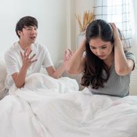 Pasangan bisa selingkuh./Copyright shutterstock.com/g/oliveerhc
